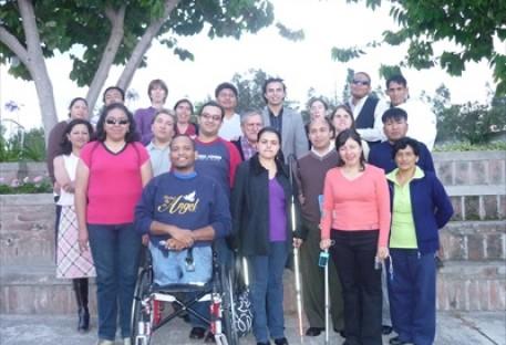 Jovens com deficiência refletem sobre as crises da atualidade