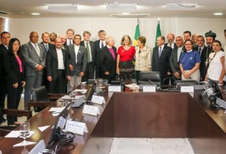 Dilma pede que igrejas se mobilizem contra o Aedes aegypti
