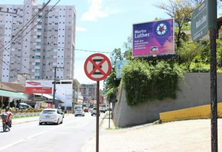 Ação de marketing acontece na Avenida Martin Luther, em Blumenau