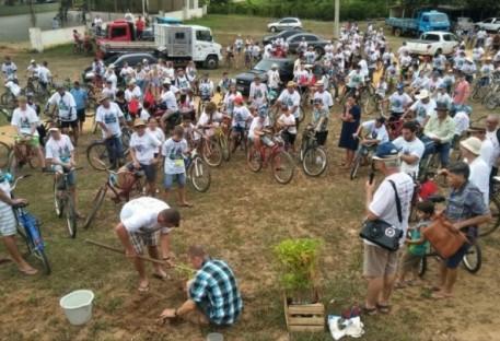 Paróquia de Crisciúma-Laranja da Terra/ES realiza evento ciclístico com plantio de mudas