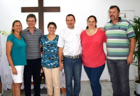 Em Guaratuba: De todos os cantos, um só povo louvando a Deus!