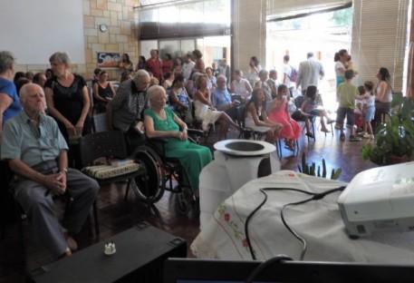 Envio da Pastora Lisa Brehm em culto festivo seguido de almoço Comunitario
