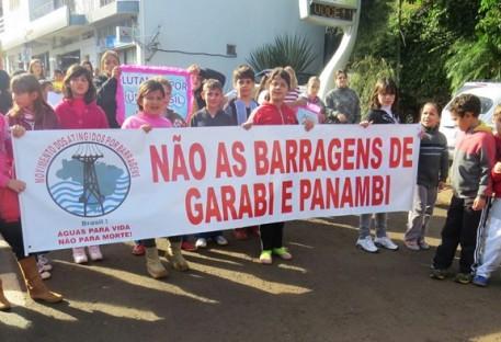 Famílias ribeirinhas comemoram suspensão de licenciamento ambiental da barragem de Panambi