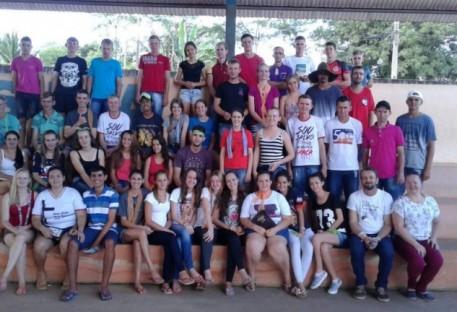 Cerca de 70 jovens se reúnem na Vila Canelinha em Espigão do Oeste/RO