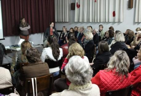 O cuidado com as pessoas cuidadoras foi tema de seminário em Blumenau Centro