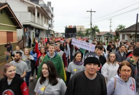Grito da Juventude leva mais 1.600 jovens para as ruas de Teutônia/RS