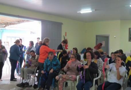 Integração do grupo de OASE Wally com APAE de Balneário Barra do Sul