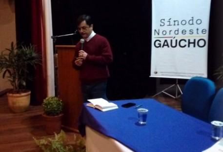 Pastor Dr. Mauro Batista de Souza faz palestra na Assembleia do Sínodo Nordeste Gaúcho