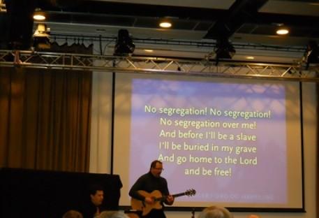 Crianças e jovens são tema para igrejas em todo o mundo