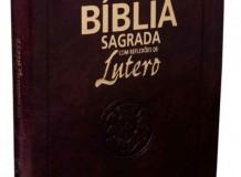 Bíblia Sagrada com reflexões de Lutero chega em novo formato
