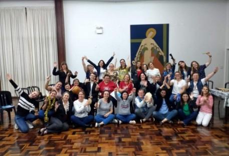 Chamados ao servir: juntar mãos e vozes a serviço de Deus, na comunidade, com as crianças!