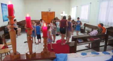 Crianças felizes Nas Férias com Jesus