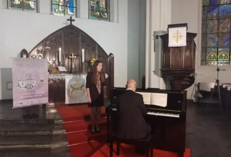 Live de Concerto de Piano e Voz homenageou as mães pelo seu dia em Blumenau