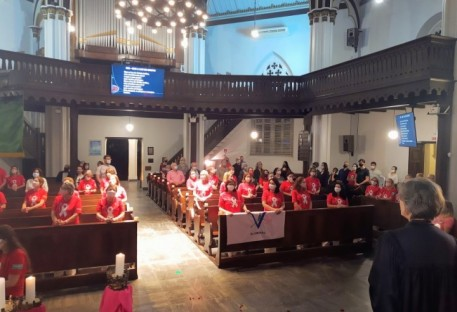 Celebração com a Rede Feminina de Combate ao Câncer marca o Outubro Rosa em Blumenau