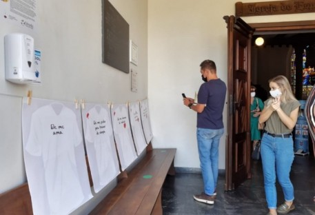 Exposição em Blumenau Centro aborda a temática da violência contra a mulher