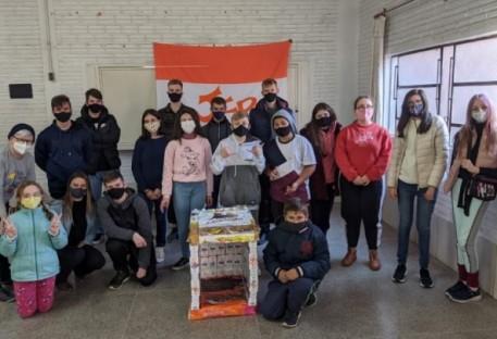 JE de Parobé confecciona casinhas para animais de rua
