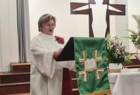Rosilene Schultz é instalada na Escola Barão do Rio Branco em Blumenau