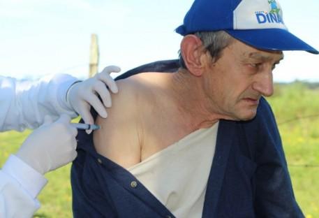 Residentes da Pella Bethânia recebem terceira dose da vacina contra a Covid-19